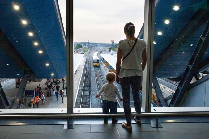 bechtel-crossrail-reading-passengers