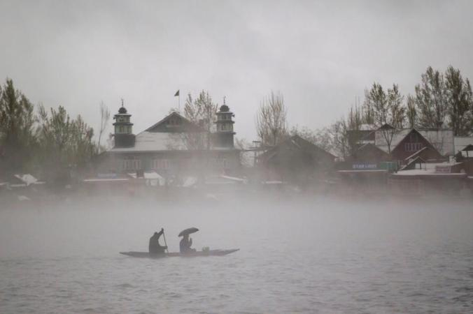 india-kashmir-weather_a6bdf3b4-1a95-11e7-8dd7-d947b0232760